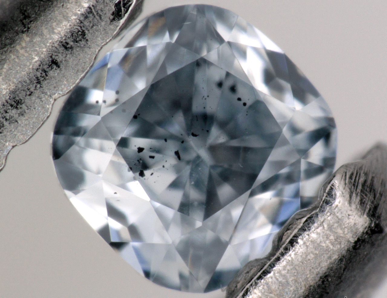 blue boron-bearing diamond